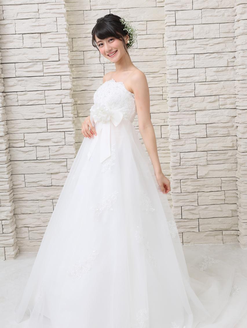 Q.前撮り写真は、本番には着ないドレスを着てもいいのか、その場合は別料金なのか知りたいです。