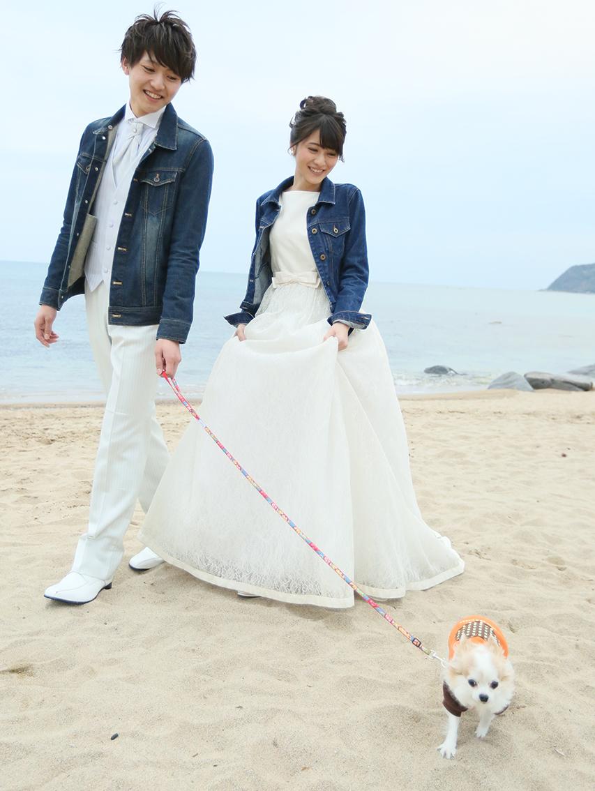 Q.私は大好きな愛犬と一緒に前撮り写真を撮りたいと思っているのですが、可能なのか知りたいです。初めて飼った愛犬、私のドレス姿と並んで撮った写真を残したいです。